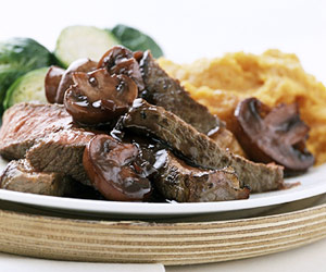 wine-balsamic-glazed-steak-R050936-ss